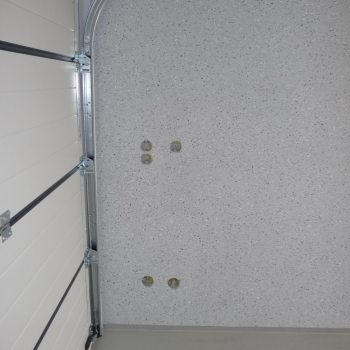 Steckdosenanschlüsse einer Betongarage
