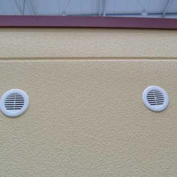 Lüftungsrosette einer Betonfertiggarage