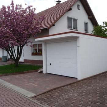 Einzelgarage mit Vordach