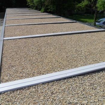Dachbekiesung einer Betonfertiggarage