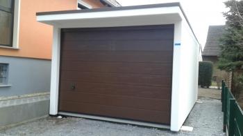 Betongaragen mit Vordach und Tor