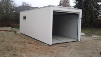 Einzelgarage mit Dachrandabdeckung