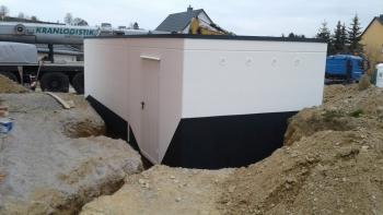Seitentür einer Betonfertiggarage